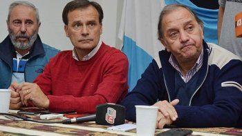 Linares y Mac Karthy junto con el primer candidato a diputado provincial, Carlos Mantegna.