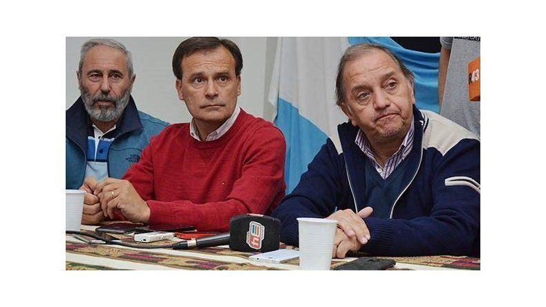 Linares y Mac Karthy junto con el primer candidato a diputado provincial
