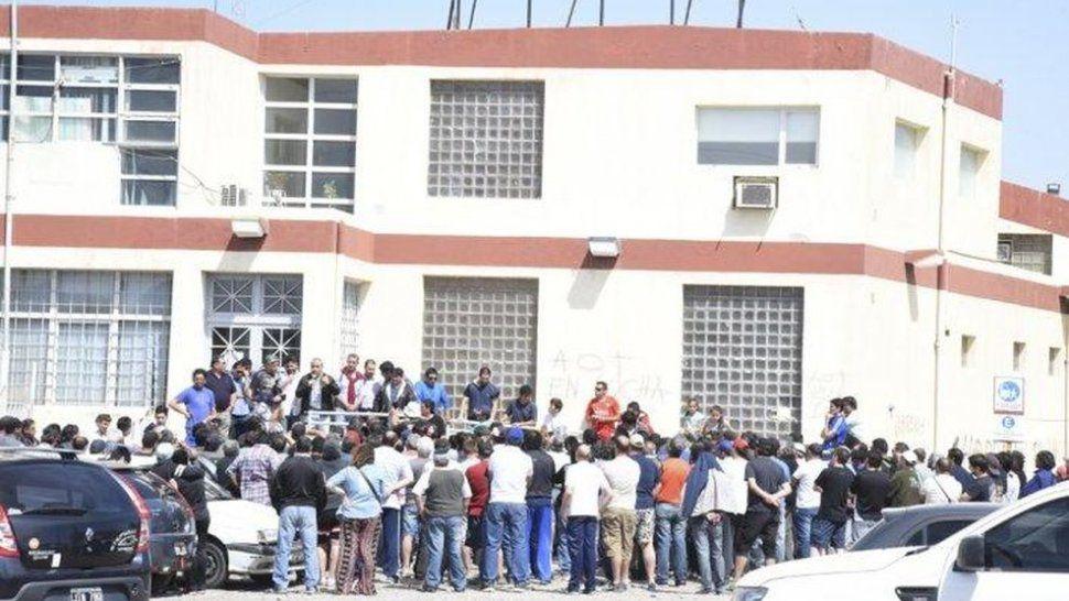 Navarro pide gestiones urgentes por los trabajadores de Guilford