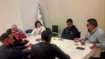 La reunión en la que se firmó el convenio entre la Universidad, los dos colegios profesionales y la UOCRA.
