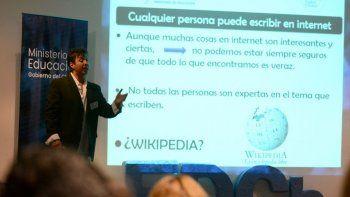 unos 350 docentes se capacitaron en el uso responsable de internet