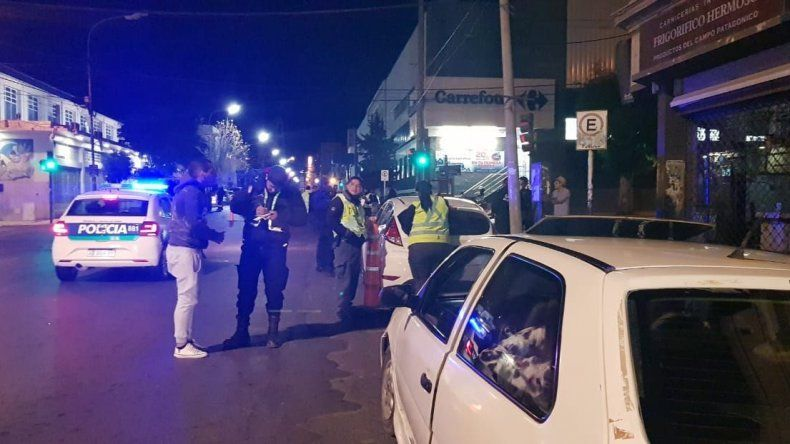 El incidente se produjo en medio de un operativo que se desarrollaba ayer a la madrugada en Rivadavia casi Pellegrini.
