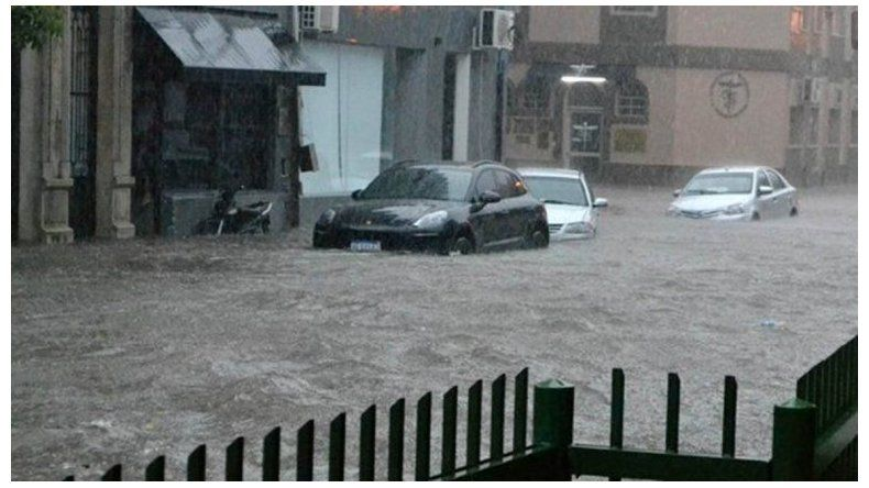 Dos muertos y miles de afectados por inundaciones en tres provincias
