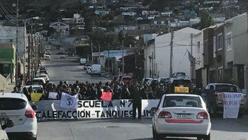 comunidad educativa de la escuela 731 protesta por falta de calefaccion