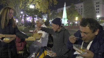 duro analisis de la realidad argentina los argentinos eligen entre pagar las tarifas o comer