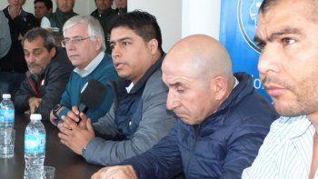La cúpula de dirigentes gremiales encabezados por Sergio Sarmiento, Julio Gutiérrez, Claudio Vidal, José Llugdar y Rafael Guenchenén, anunció un paro general con movilización para este jueves.