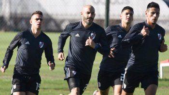 Rafael Borré, Javier Pinola, Lucas Martínez Quarta y Fabricio Angileri durante un entrenamiento de River.