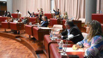 la oposicion rechazo los tres vetos del gobernador
