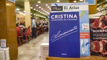El libro del año ya está en Comodoro. En su primer día en los anaqueles, también fue furor de ventas.