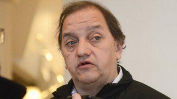 Linares acusó a Arcioni de  hacer campaña con la salud