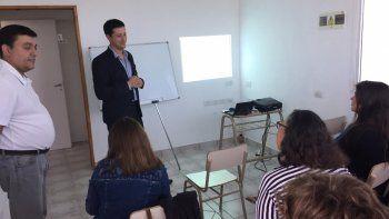 La capacitación será desarrollada por profesionales de la Escuela de Negocios.