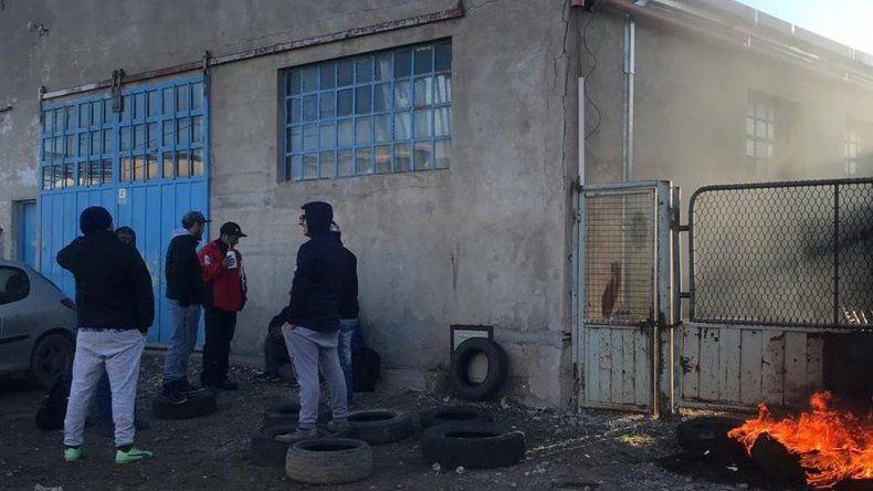Protesta con quema de cubiertas en barrio Industrial