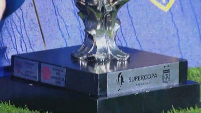 Boca tapó la chapa de campeón River en los festejos por la Supercopa