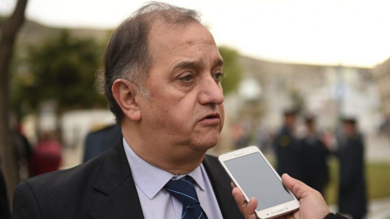 Linares cargó contra Arcioni: todo está agarrado por alfileres