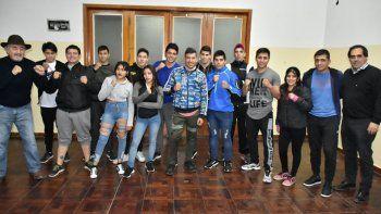 Rodrigo Maizares –centro– va por una nueva presentación luego de combatir en Canadá.