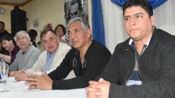 Martín Paiva, Julio Gutiérrez, Javier Belloni, Jorge Soloaga y Claudio Vidal, quienes junto a los exgobernadores Arturo Puricelli y Sergio Acevedo ocuparon la mesa de cabecera.
