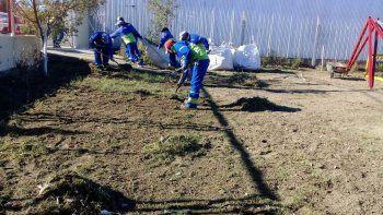 Limpiando Comodoro ya saneó 25 patios de escuelas