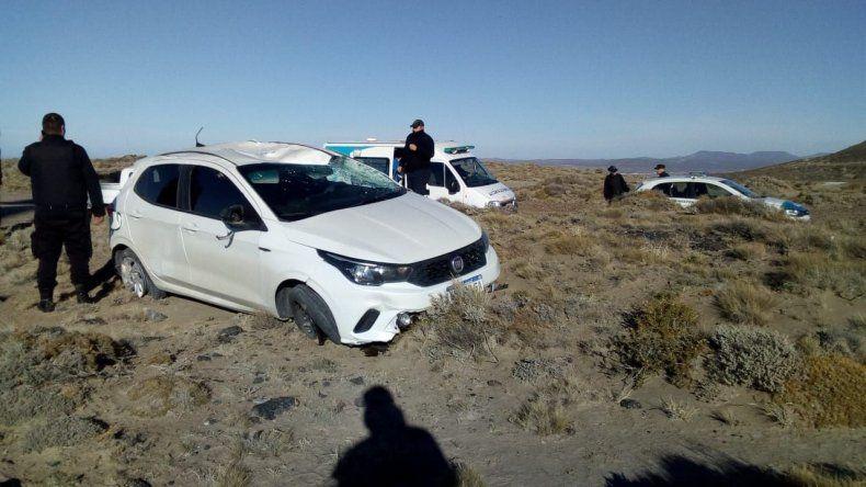 Una policía volcó en el  camino del Cerro Chenque