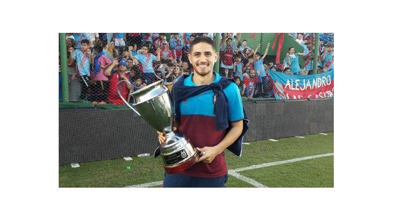 Ramiro Nicolau trabajó seis años en las inferiores de Arsenal de Sarandí. A principios de 2019 subió a la Primera y pudo levantar la copa.