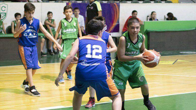 Gimnasia Verde derrotó a la CAI en partido de la categoría U13 masculino.