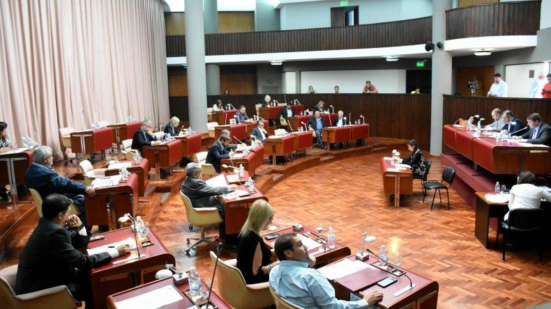 Diputados piden informes sobre permisos de aguas públicas y canon