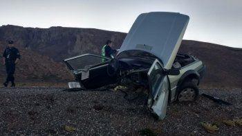 Impresionante accidente en Esquel: un auto quemado y otro partido en dos