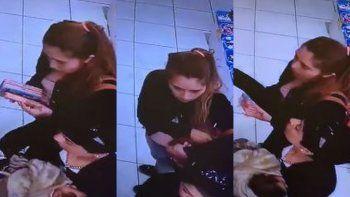 Mecheras grabadas mientras robaban con un bebé en brazos