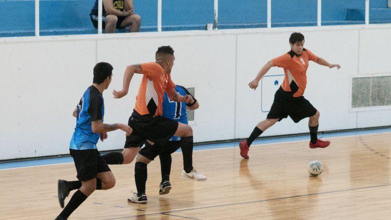 La Cumbre Futsal goleó 9-7 a Taller Diesel Chapa por la categoría A2 y quedó como único puntero.