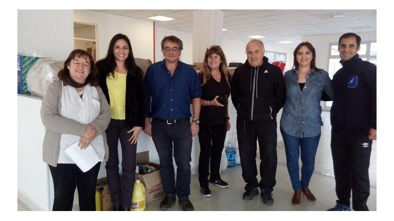 Autoridades del Hospital Alvear recibieron luego la donación.