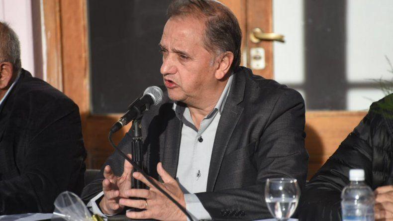 Linares criticó a Arcioni por no estar en el debate: era su obligación estar presente