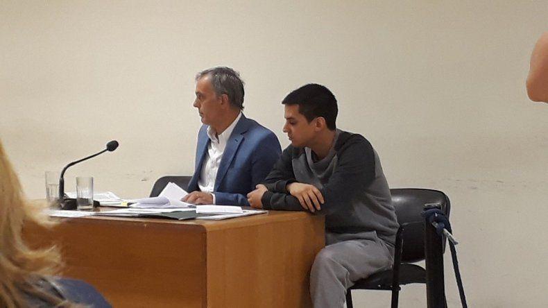 Maximiliano Willatowski junto a su abogado defensor.