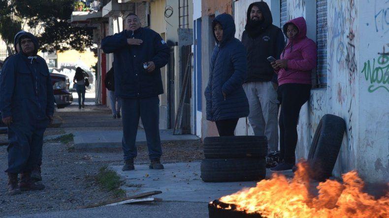 La protesta del grupo de trabajadores de planes sociales se registró ayer a solo dos cuadras del microcentro.