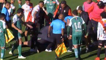 conmocion en bolivia: un arbitro fallecio en pleno partido