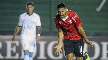 El paraguayo Cecilio Domínguez será esta noche uno de los delanteros en el ataque de Independiente.
