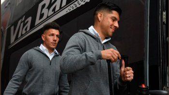 Enzo Pérez y Enrique Bologna minutos antes de viajar hacia Brasil.