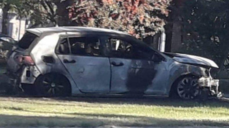 Le prendieron fuego el auto a la madre de la joven que denunció a su ex