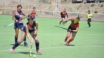 tres equipos de la asociacion austral  debutan hoy en el regional de hockey