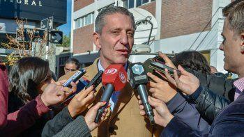 Arcioni: Dufour debería dejar la banca