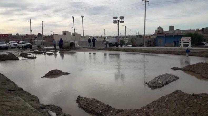 La calle 10 de Noviembre fue afectada por enormes pérdidas en reiteradas oportunidades. Foto: Archivo