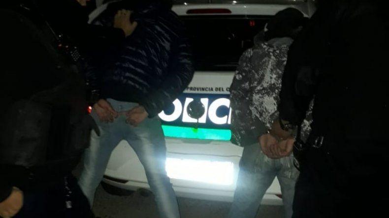 Dos hermanos fueron detenidos cuando robaban cajones de cerveza