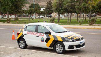 Rada Tilly incorporó un auto escuela para los exámenes de manejo