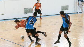 El torneo Apertura de fútbol de salón oficial continuará esta tarde con los cruces de la categoría B.