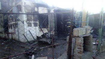 La vivienda de los Bargas Roldán quedó destruida por el fuego. Las rejas de las ventanas fueron una trampa mortal para tres de sus integrantes.