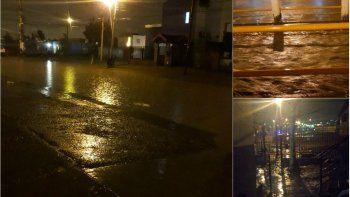 Anoche llovió con intensidad y la acumulación de agua generó complicaciones