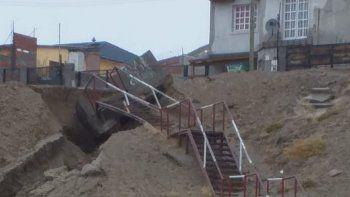 La lluvia socavó la escalera del barrio Las Américas
