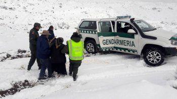 dos abuelos fueron rescatados de zona rural en plena nevada