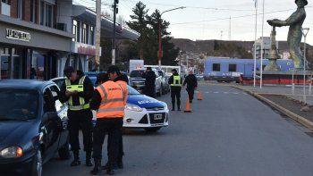 Uno de operativos policiales, con colaboración de inspectores de tránsito, se realizó a media mañana de ayer en pleno centro de Caleta Olivia.