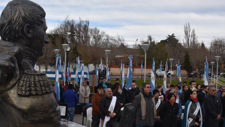 La ceremonia en Cañadón Seco se realizó en la Plaza Compadres de la Independencia.
