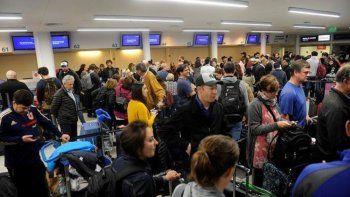 Por una protesta de aeronáuticos hay demoras en los vuelos