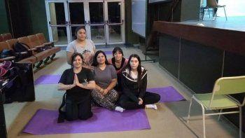 encuentro de yoga, arte y cultura en la universidad